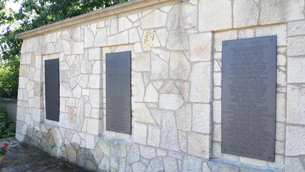 Friedhof Richen, Schrifttafeln des Gefallenenehrenmals