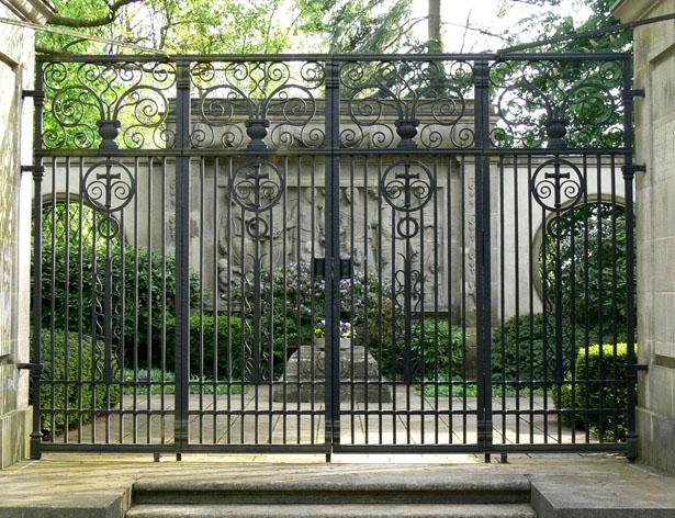 Grabanlage einer Industriellenfamilie, Wiesbaden Biebrich