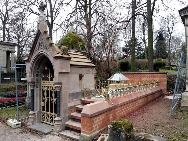 Gruft Reuter-Riffel, Hauptfriedhof Mainz - Restaurierung von Schmiedearbeiten 2015