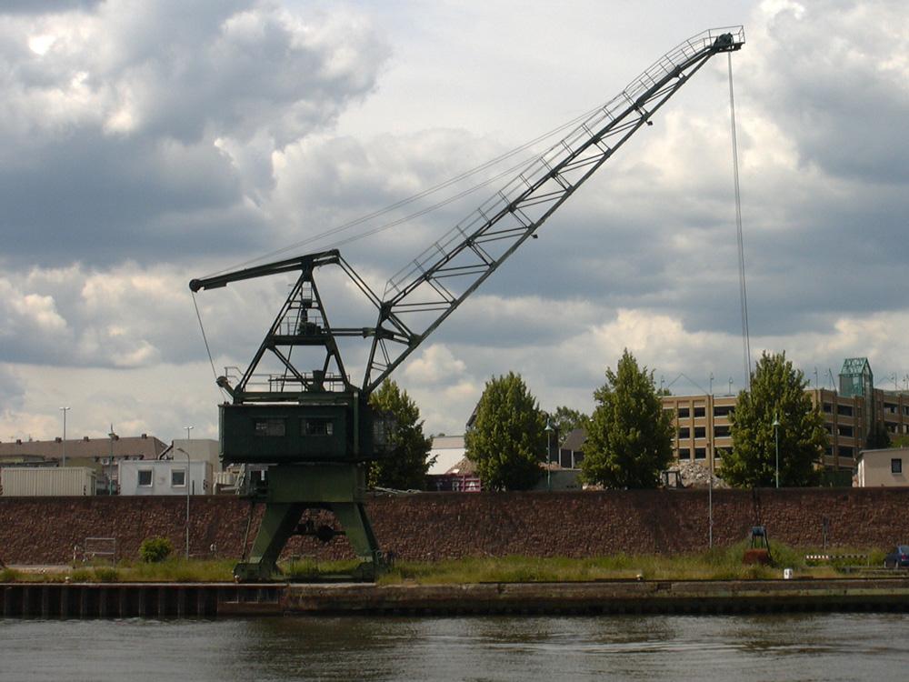 Hafenkrananlage - Mainufer Frankfurt am Main Höchst